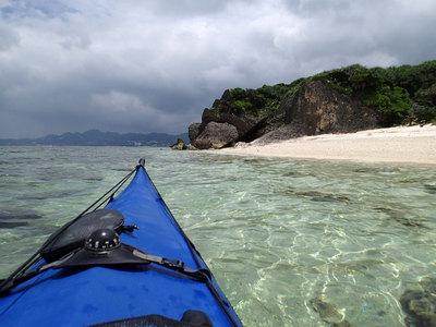 瀬底島 cave beach